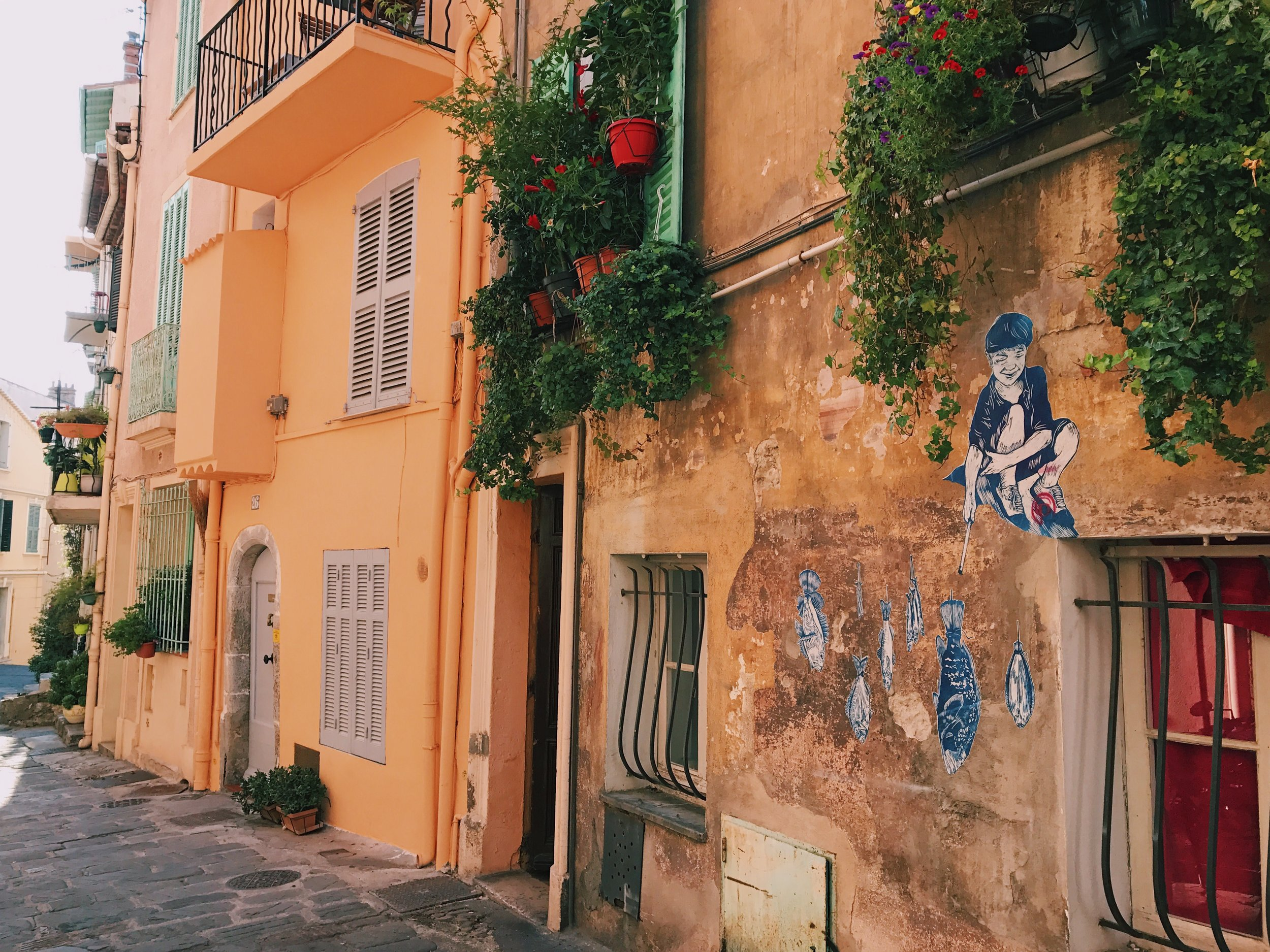 Le Suquet (the old quarter of Cannes) is SO cute!