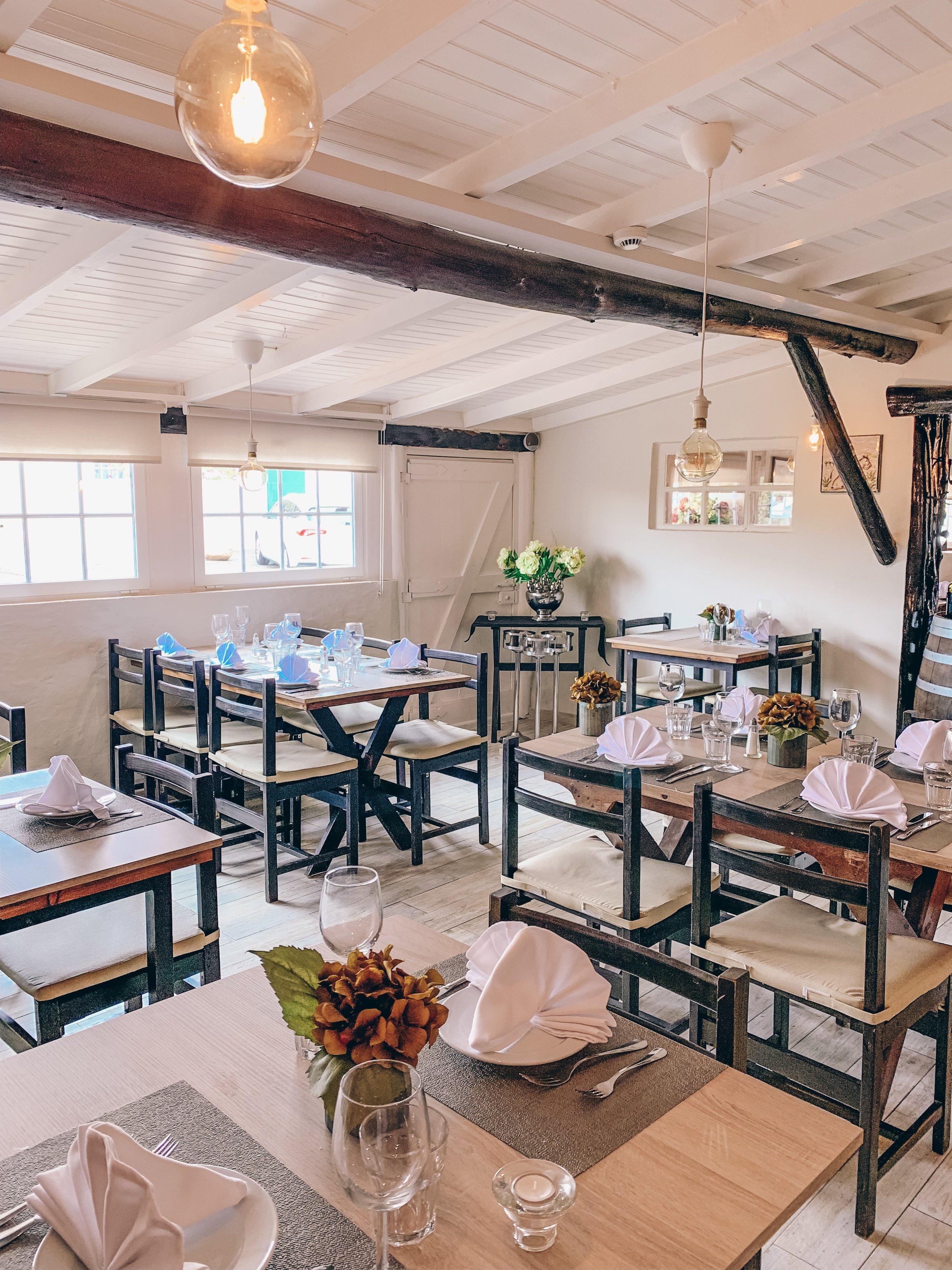 The cozy 3 Gomes Restaurant (near Cabo da Roca)