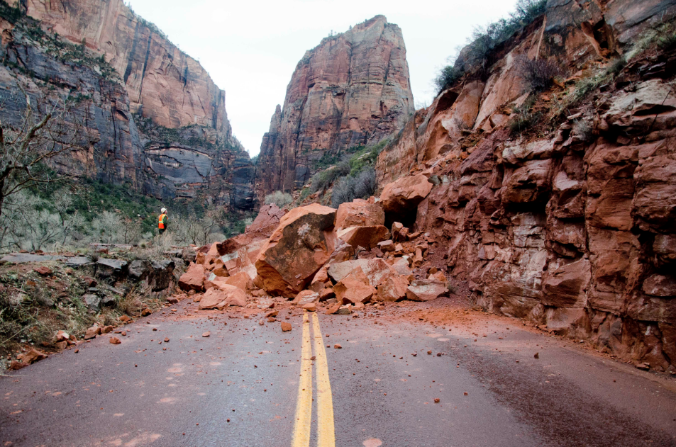 Zion-National-Park-Scenic-Canyon-Road-Rock-slide