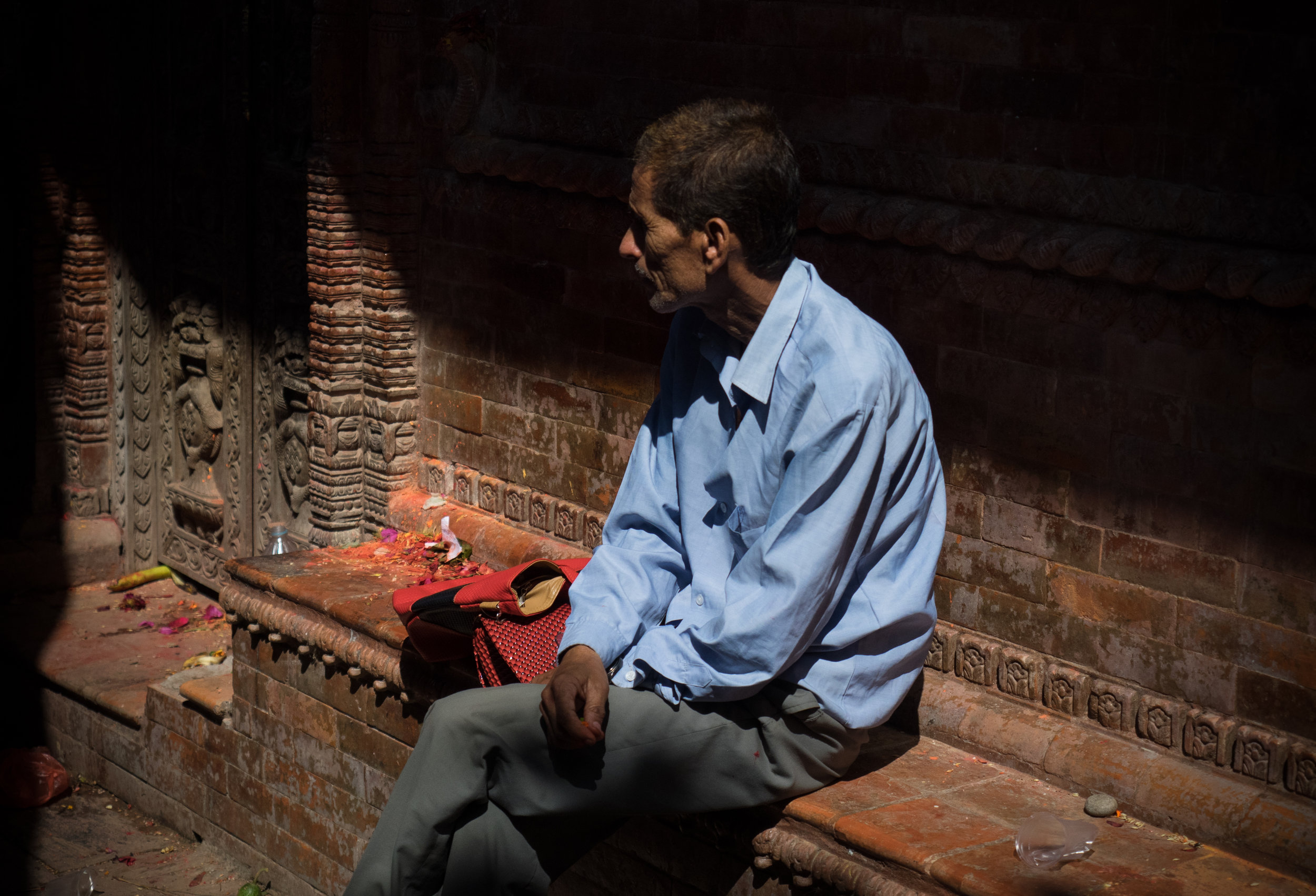 P7170117_Man in Hindu temple near TC - 17 July 2017 - by Elina Tran.jpg