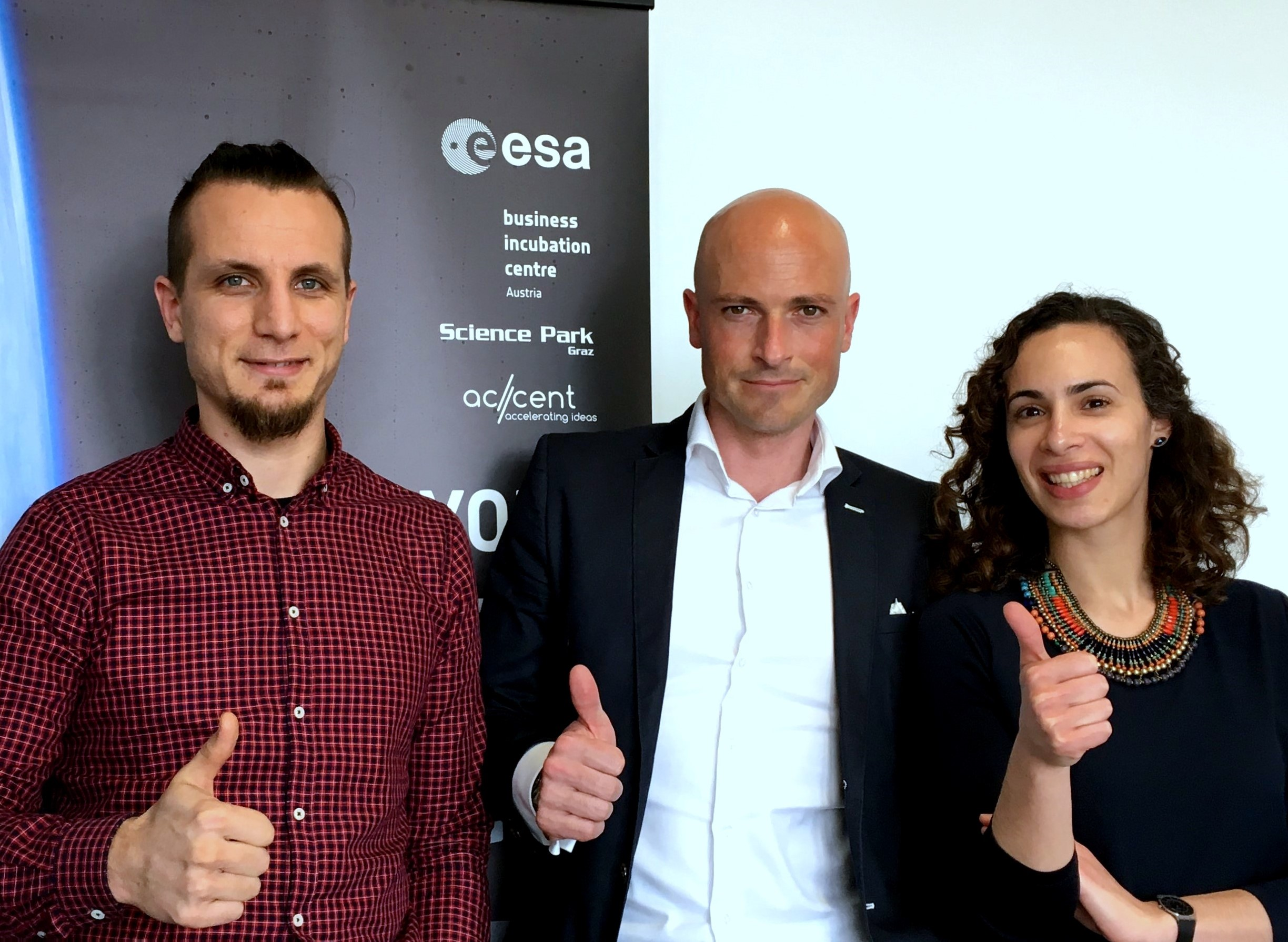 REFARMO and ESA BIC AT at contract signature event