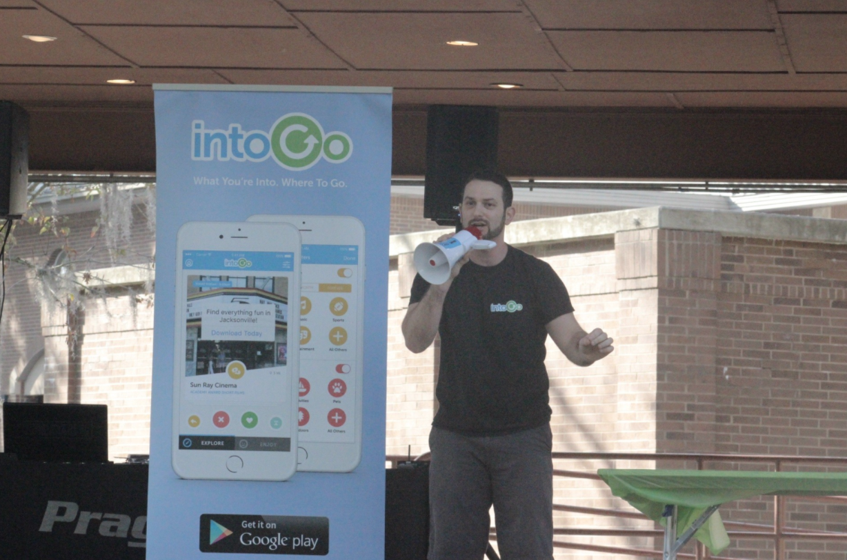 Winning pitcher Zachary Schwartz woos the crowd with a pitch on his product IntoGo, a smartphone app that helps users find fun on the go.