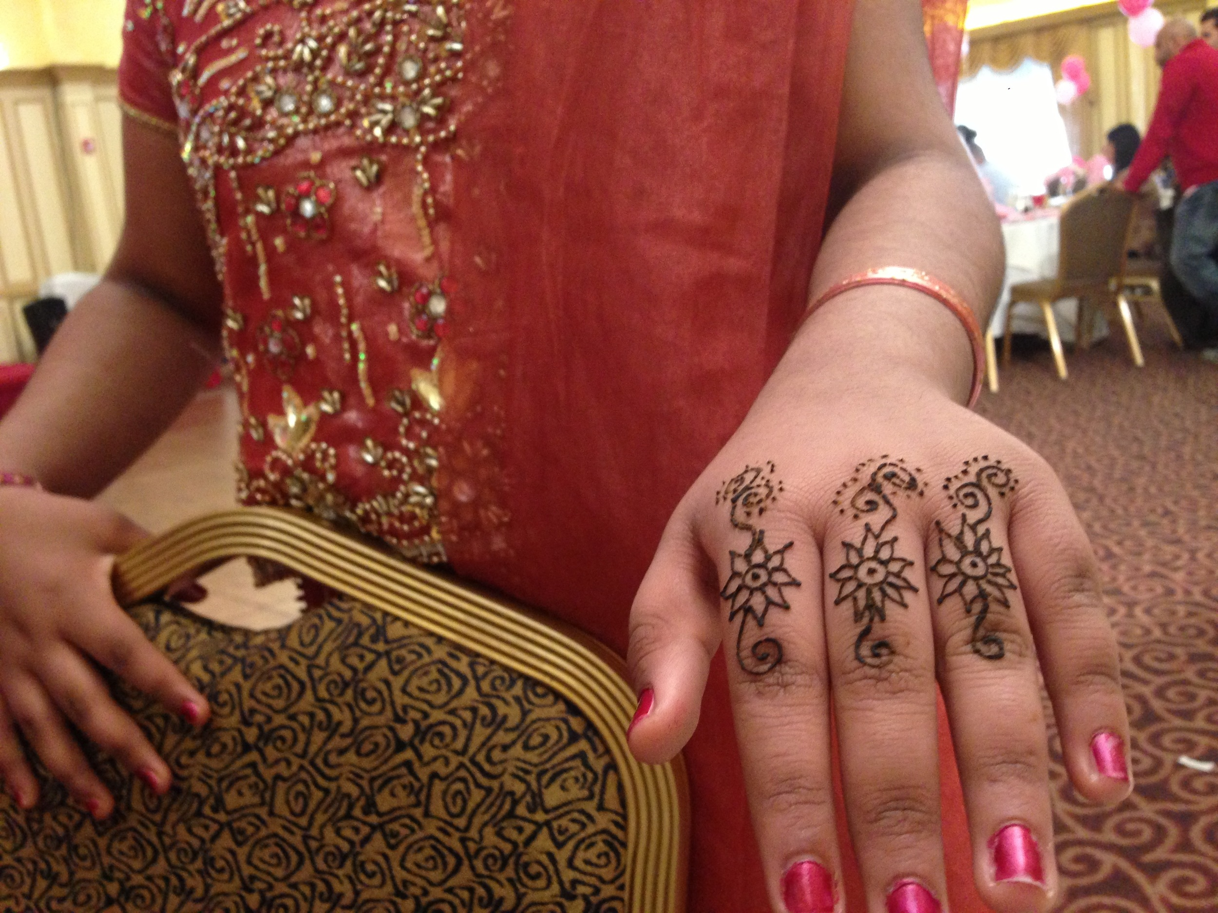 Henna - finger flowers.jpg