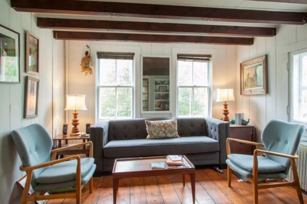 Living Room at 1231.jpg