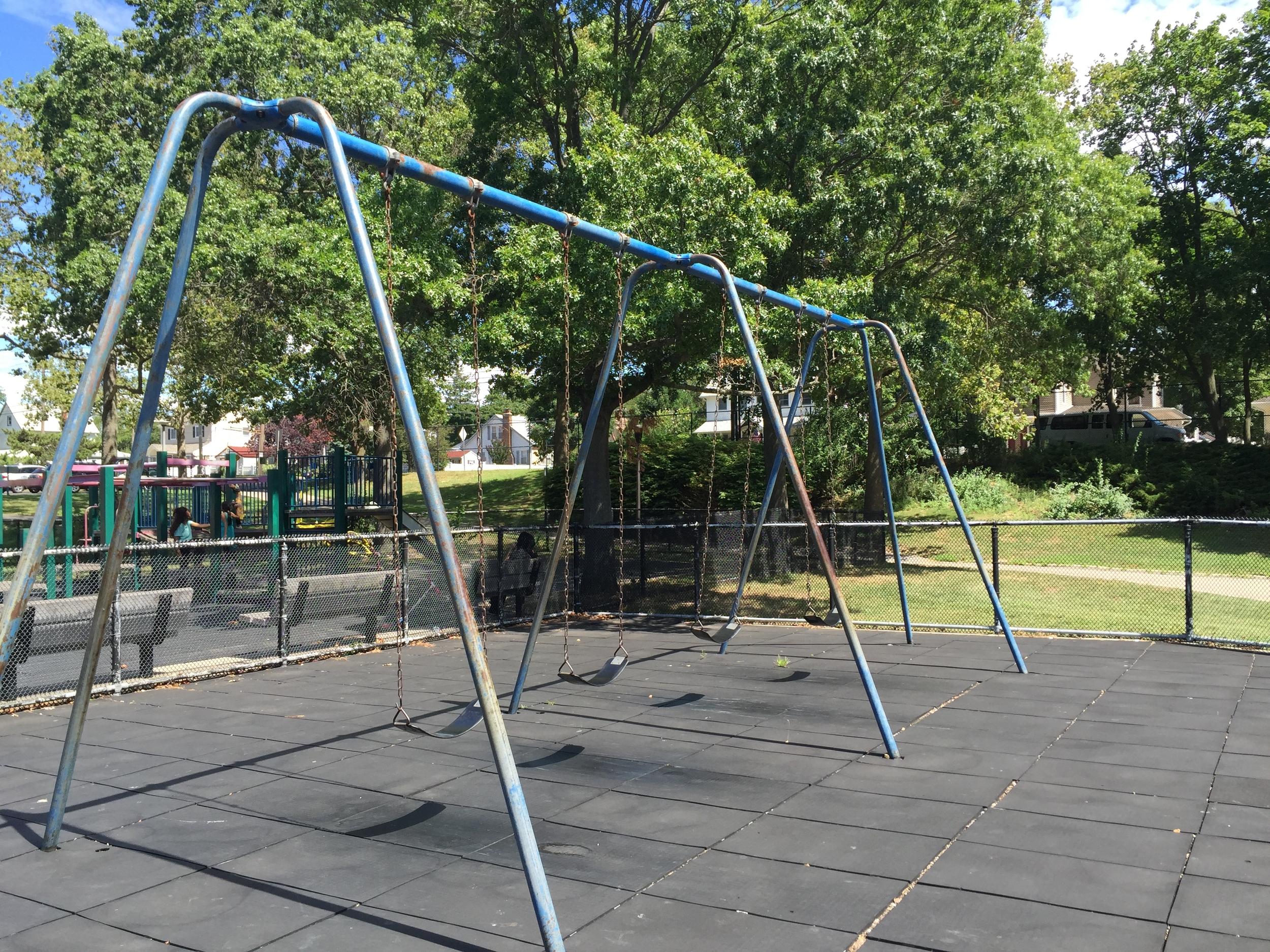 Swings at Grant Park