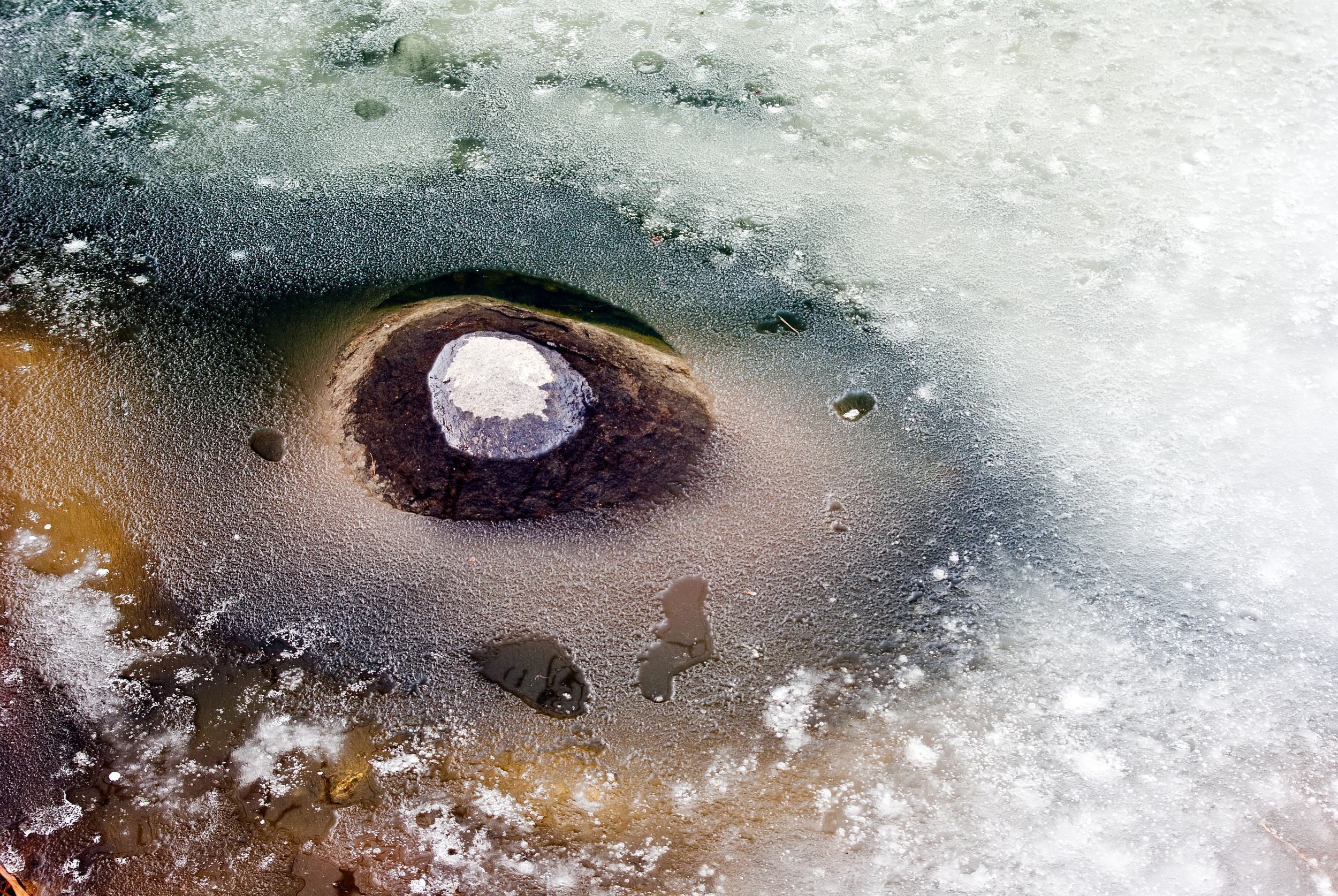Rock In Flozen Lake (1 of 1).jpg