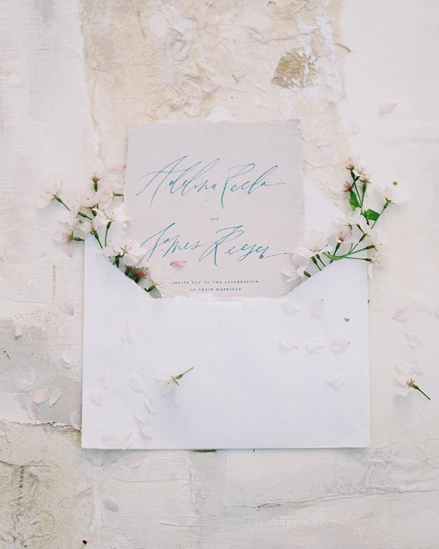 Spring cleaning means more of these spring wedding invites, right? ✉️ 🌸  Photo @justinewrightphoto | Styled by @meganstyled . . . .  #calligraphy #dailydoseofpaper #thatsdarling #moderncalligraphy #invitation #wedding #custominvitations #etsy #invitationsuite #bridal #weddingideas #weddingdesign #weddingplanning #weddinginspo #handmadeinvitations #makersgonnamake #flourishforum #livethelittlethings #theartofsimplicity #escortcards #placecards #rusticwedding