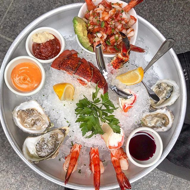 What's your favorite thing to eat on a #seafood platter? Mine is crab legs or #lobster 😋 #seafoodplatter at @thegrillroomchi  #chicago #chicagofood #foodcellfie . . . . #seafood #mychicagopix #shrimp #forkyeah #yelpchicago #mychicagopix #foodblogger #foodandwine #chicagofoodmag #eatdrinkdochi #lobster #feedyoursoull #likefoodchicago #eeeeeats #chicagofoodauthority #foodporn #f52grams #foodbeast #oysters #epicurious #insiderfood #buzzfeedfood #yelpchicago #ilovefood #seafoodlover