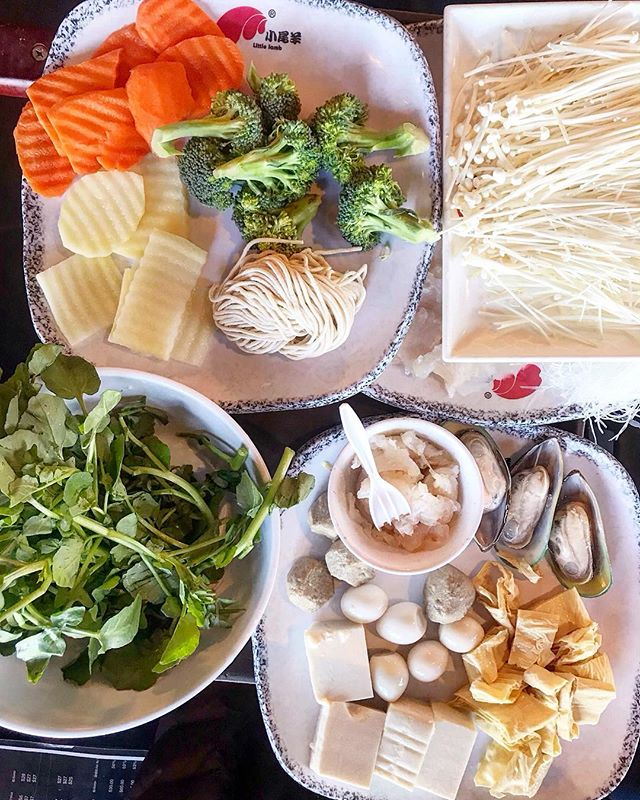 Hot pot, pre chaos 😋 What are your favorite things to order for hot pot? #chinatown #chicago #chicagofood #hotpot #foodcellfie . . . . #chicago #mychicagopix #chicagofood #forkyeah #yelpchicago #mychicagopix #foodblogger #topcityeats #chicagofoodmag #eatdrinkdochi #choosechicago #feedyoursoull #likefoodchicago #eeeeeats #chicagofoodauthority #fabfoodchicago #goodgawker #devourpower #chinesefoid #epicurious #cheers #buzzfeedfood #yelpchicago #redeyechicago #312food