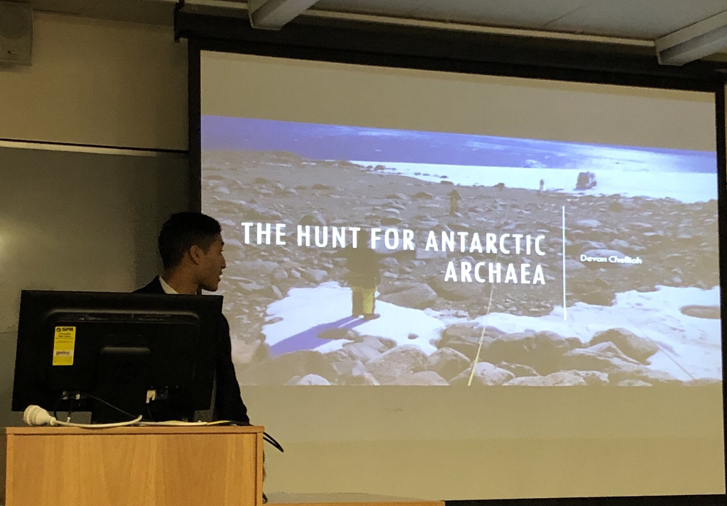 Today Devan, Honours student, presented his research about archaea. This is the first time Ferrari Lab ventures into archaea studio and the results are really promising, well done Devan!