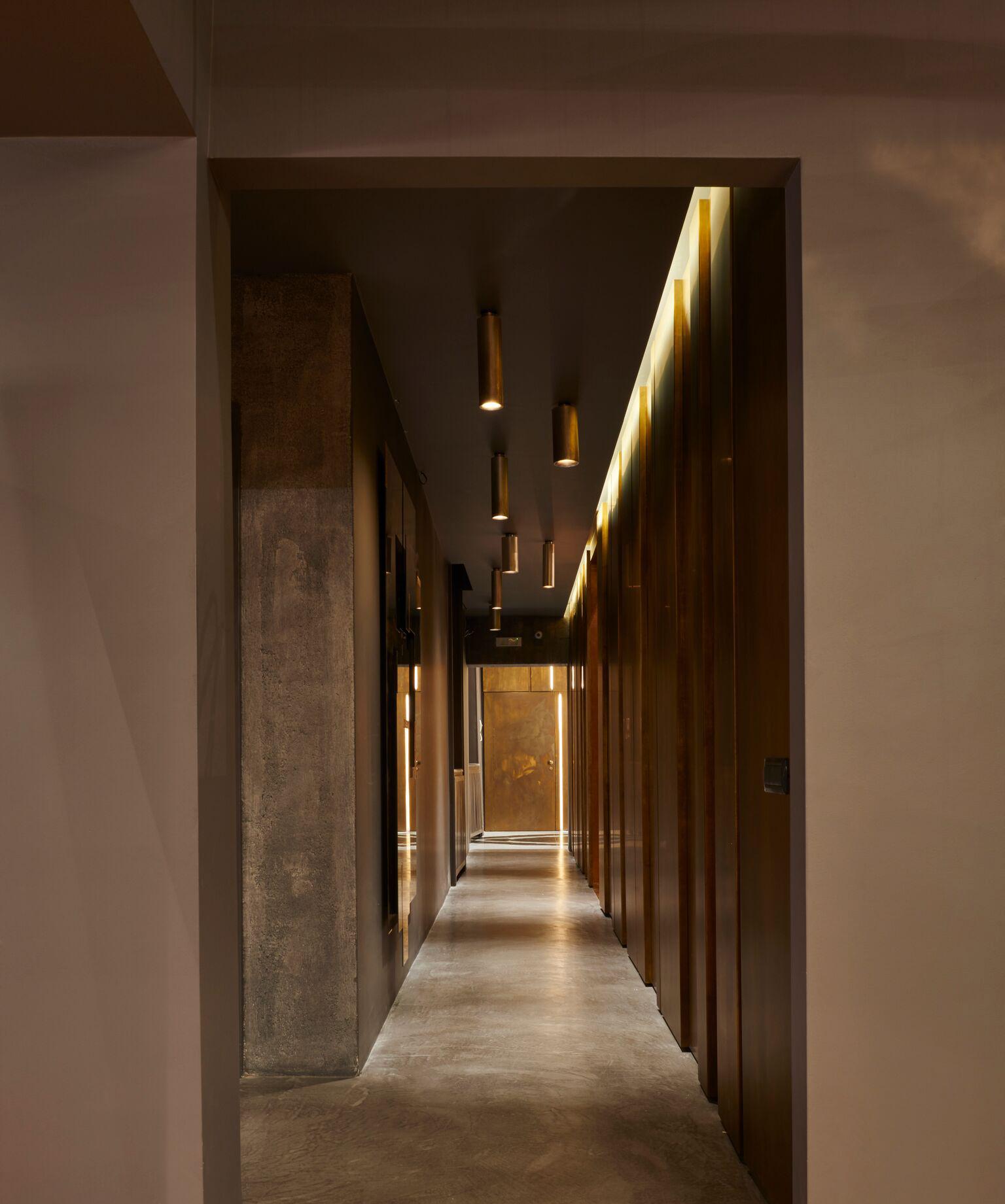 Atelier-Henge-corridor-Tele-light.jpg