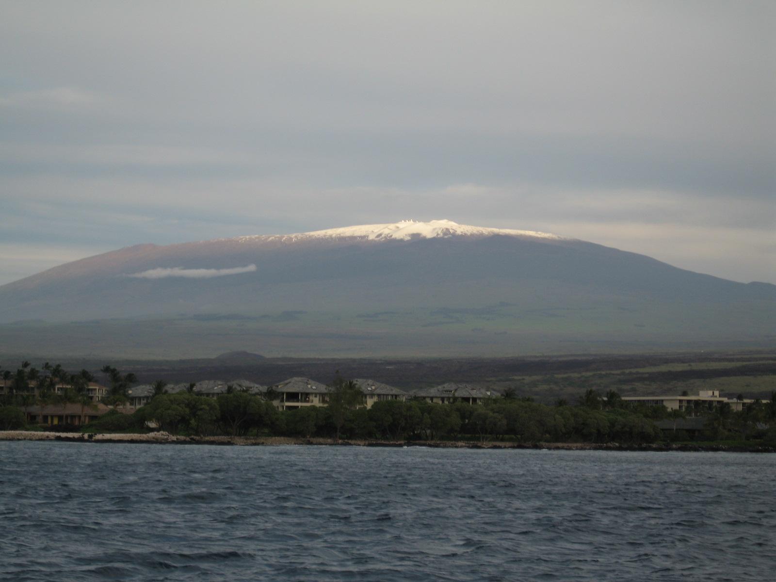 Mauna_Kea_from_the_ocean.jpg