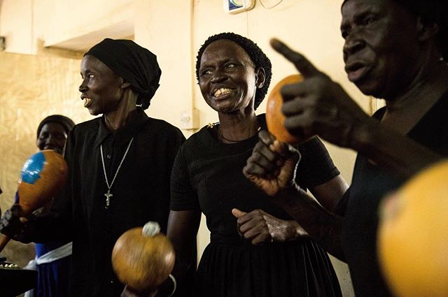 Easter celebrations brighten up vibes at an Anglican parish in Juba, capital city of war-torn South Sudan. . . Thank you @theiwmf for support.  #southsudan #easter #anglican #religion #women #singing #maracas #africa #eastafrica #juba #travel #documentary #journalism #photojournalism #photography #girlgaze #reportagespotlight #womenphotograph #canon #canoncna #dressedinblack #celebration #fotografia #periodismo #everydayafrica #iwmffellows