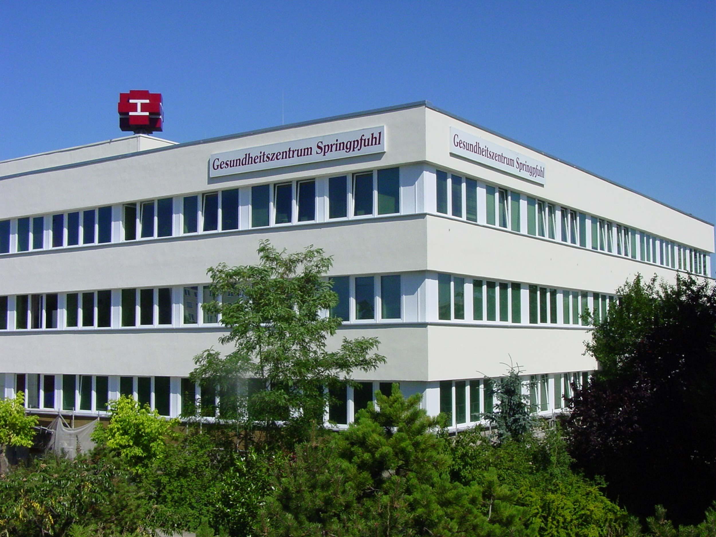 Ärztehaus Allee der Kosmonauten Berlin.jpg