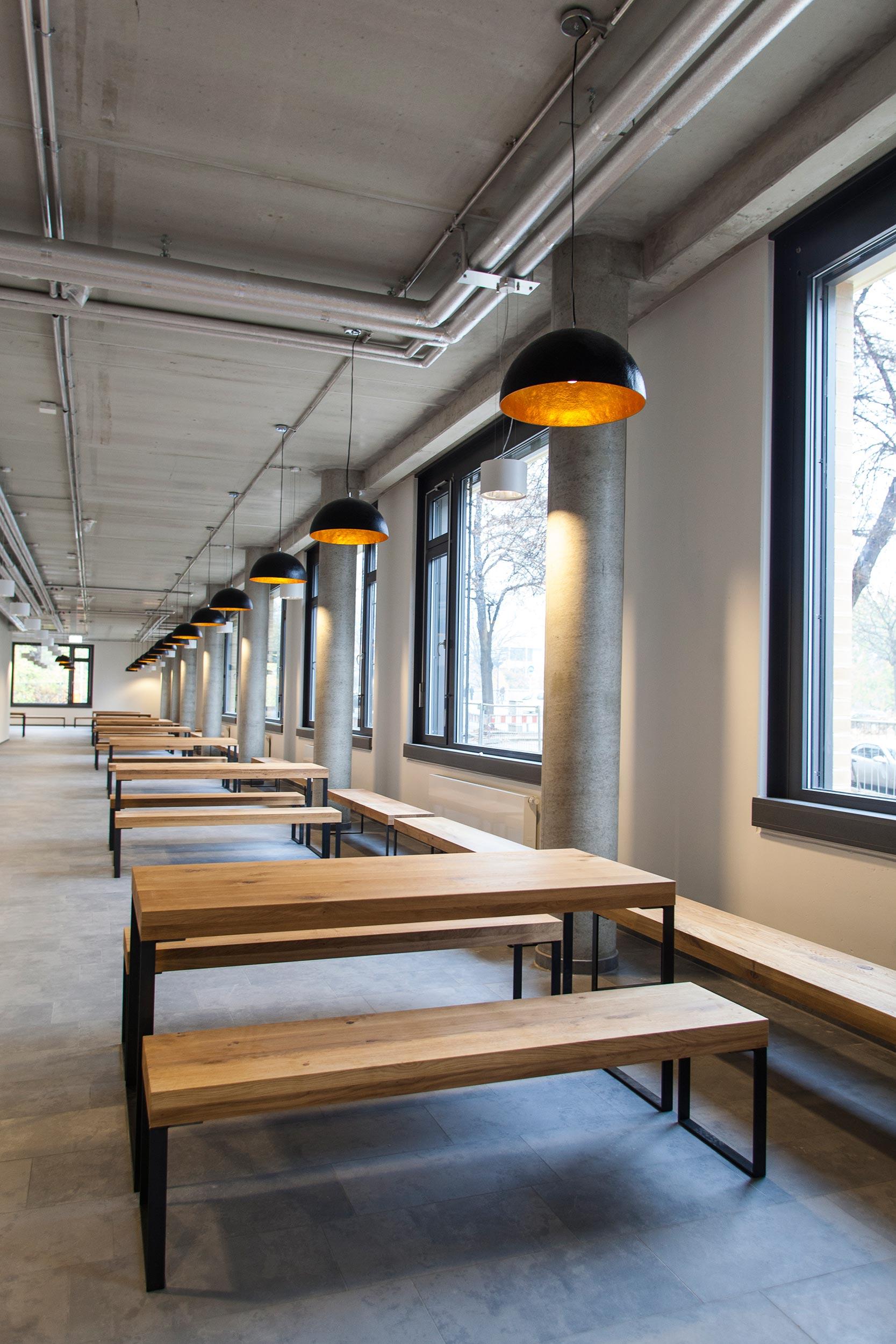 15 Technische Universität Berlin Tisch.jpg
