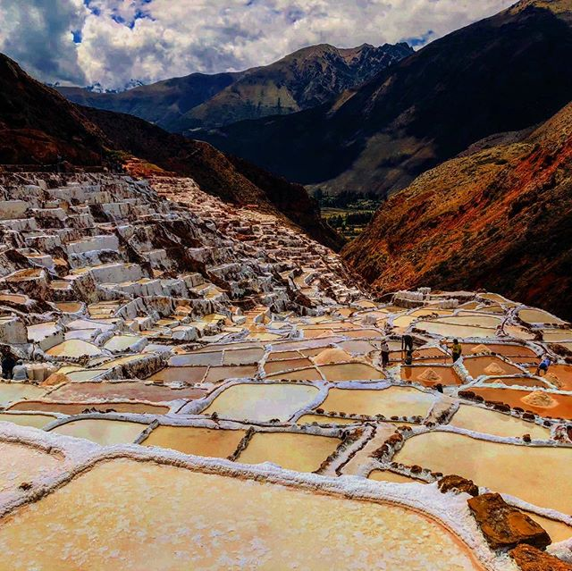 Visit one the most beautiful places on the sacred valley.... salineras a unique place #alwaystraveling #viajes #instatraveling #machupicchu #instapic #cusco #southamerica #peru #igersperu
