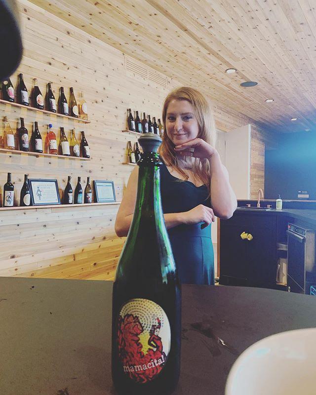 @daywines Showing off the 2018 Mamacita Petnat by @brianneday (AKA boss natty wine extraordinaire)