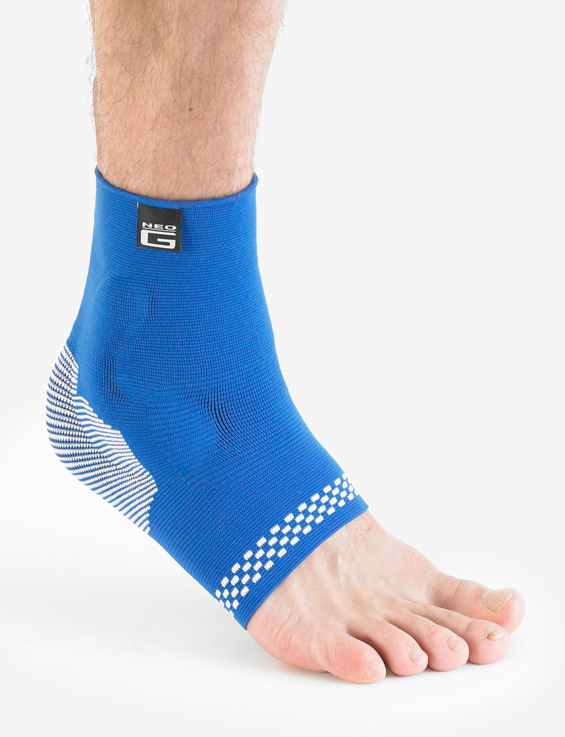 456 - ANKLE SUPPORT WITH SILICONE JOINT CUSHIONS  Support and reduce impact on the ankle joint. Lightweight, breathable and seamless knit fabric provides Multi Zone Compression (MZC) for optimum fit, comfort and durability. The product fits the Left or Right ankle and is Unisex. Helps strains, sprains and instability. Helps support injured, weak or arthritic ankles. Ideal for sports training and rehabilitation of sporting and occupational injuries whilst also helping reduce the likelihood of re-injury
