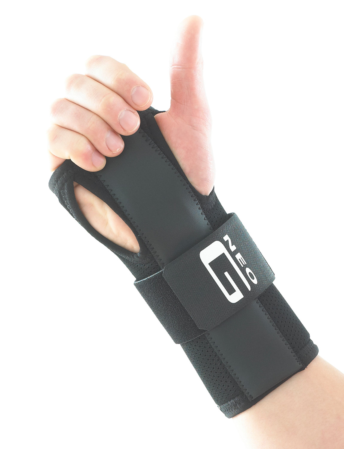 309 - EASY-FIT WRIST BRACE  The adjustable strap provides additional compression around the wrist and/or hand if needed, which can help encourage correct alignment of the carpal bones and help reduce inflammation: useful in the management of carpal tunnel syndrome.