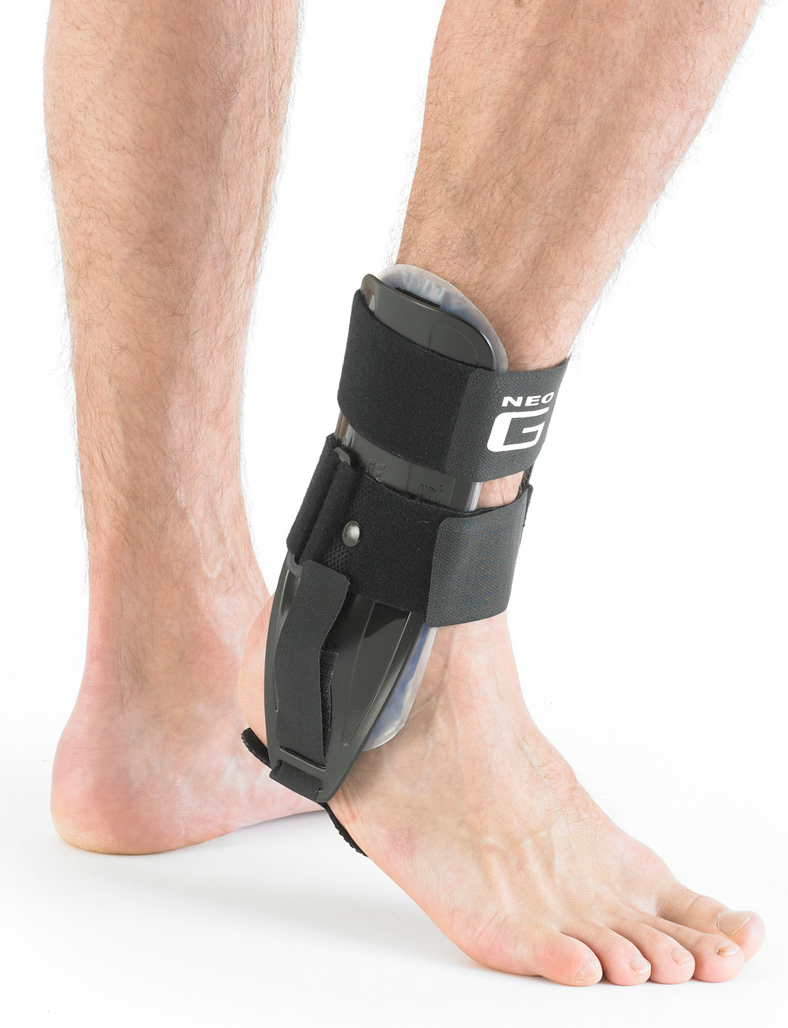 816 - ANKLE BRACE WITH GEL PAD  The support can be used to help manage strains, sprains, instability and weight bearing pressure on the joint whilst the compression helps with swelling and bruising following injury and trauma.