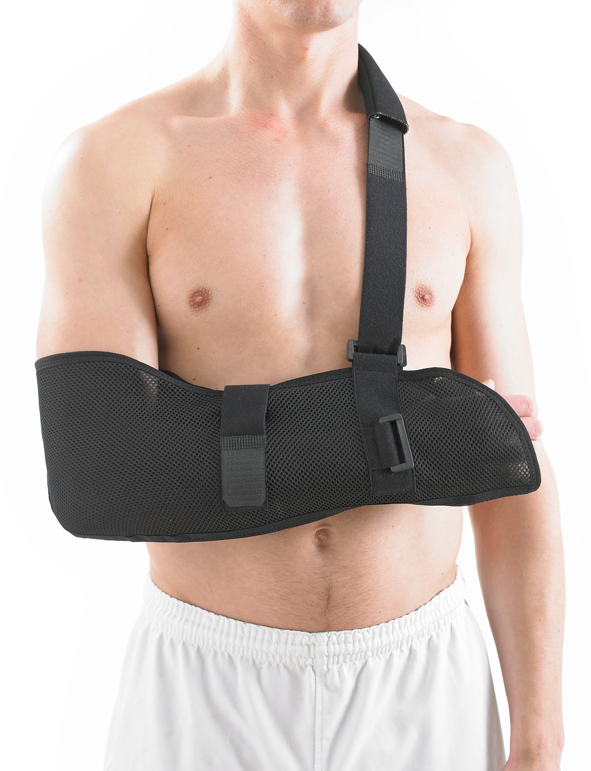 997 -AIRFLOW BREATHABLE ARM SLING  constructed from breathable fabric for maximum comfort and control. It can be used for right or left arm/shoulder injuries and works by helping immobilize the shoulder and collar bone joints to aid a comfortable healing position to allow joint and soft tissue recovery.
