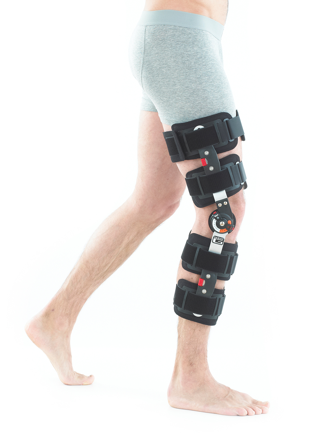 858 - POST OPERATIVE KNEE BRACE  The lightweight frame with adjustable comfort pads has 7 adjustable length levels, providing a customisable and optimum fit for best recovery. The support helps provide maximum joint protection and stability, making it suitable for use during rehabilitation following trauma or surgery.