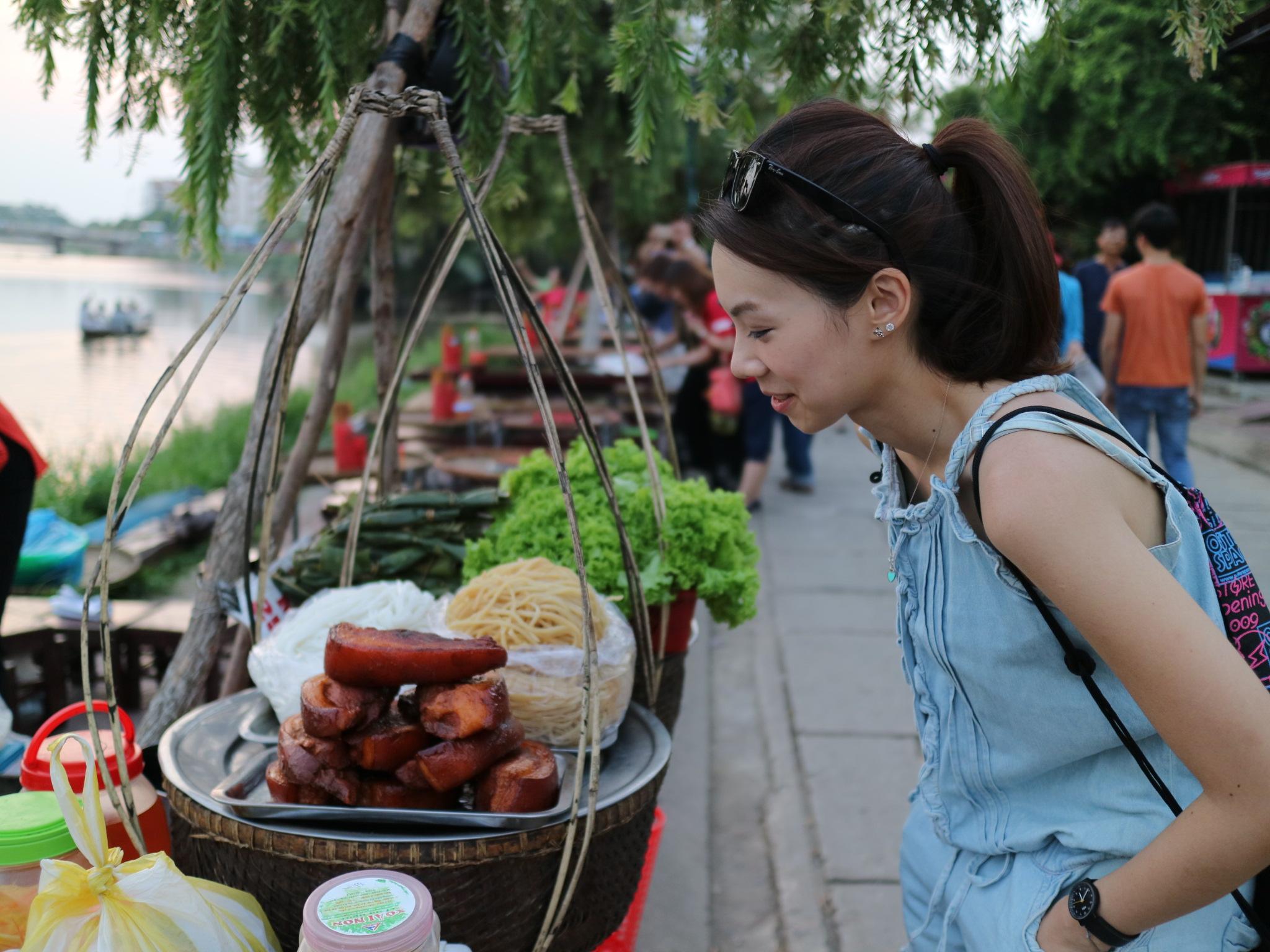 Try Street Food in Vietnam