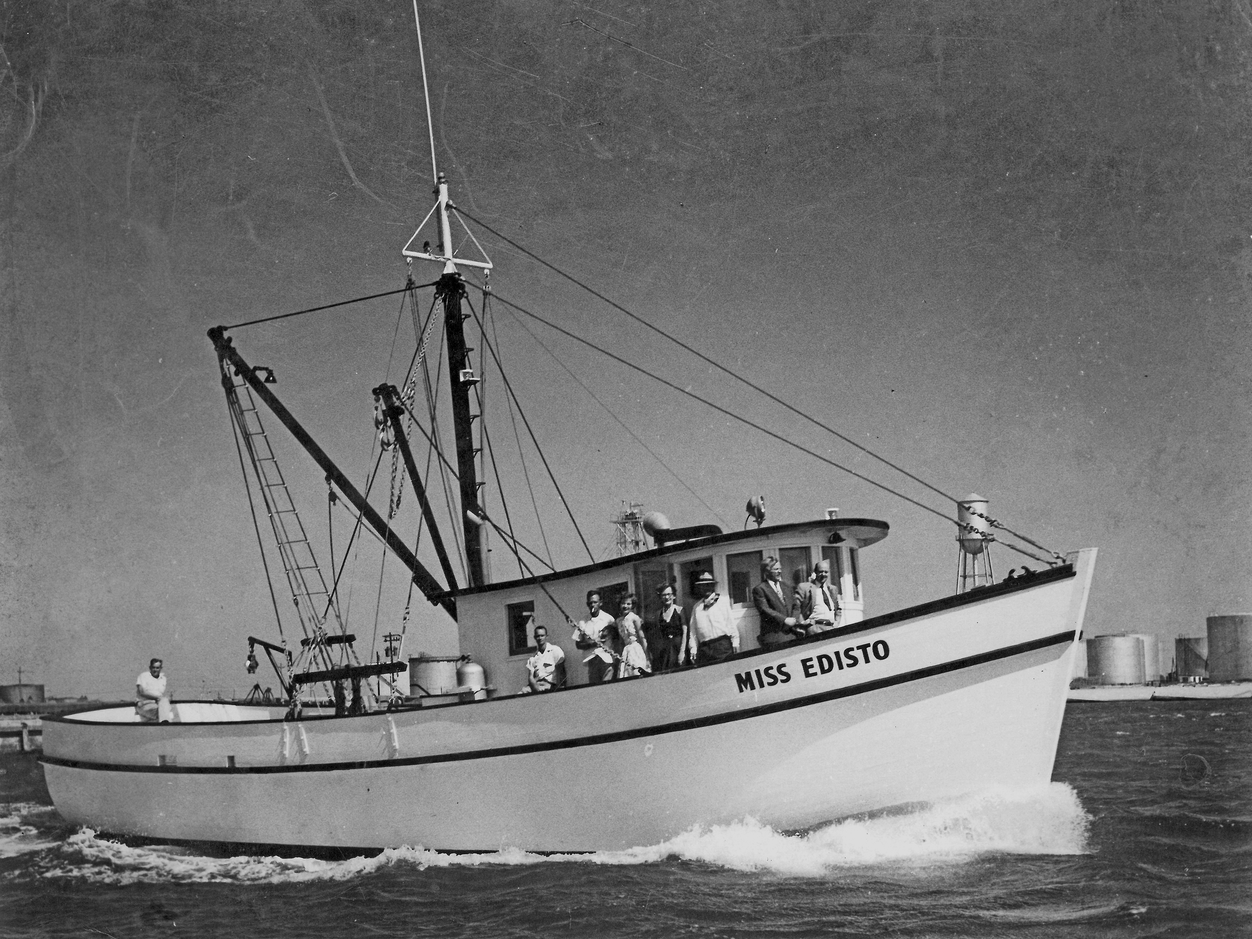An old photo of Miss Edisto and her passengers.