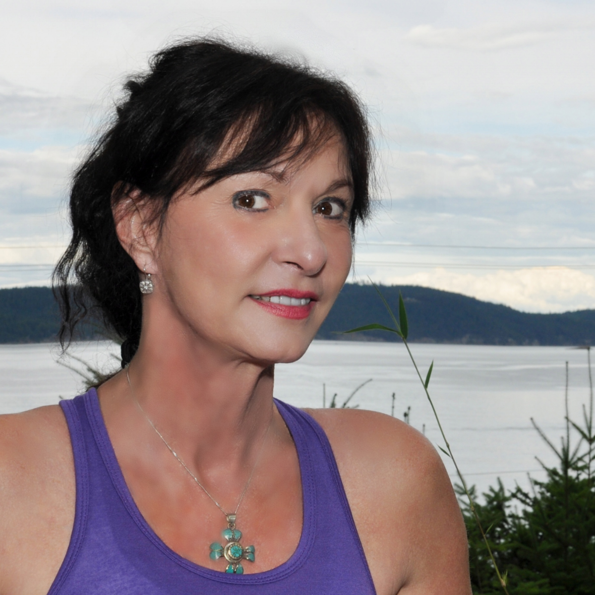 Sylvia is based in theNorthwest for the spring and summer months and is available for sessions in Portland, OR, Bellingham, WA and Salt Spring Island ,BC, Canada.