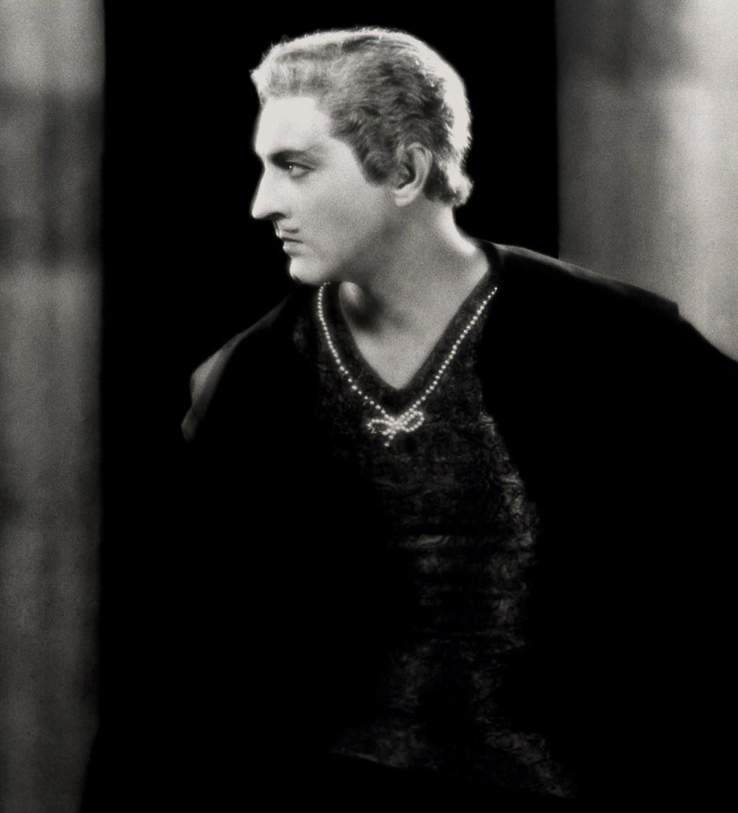 John Barrymore surely had a very back [u] sound