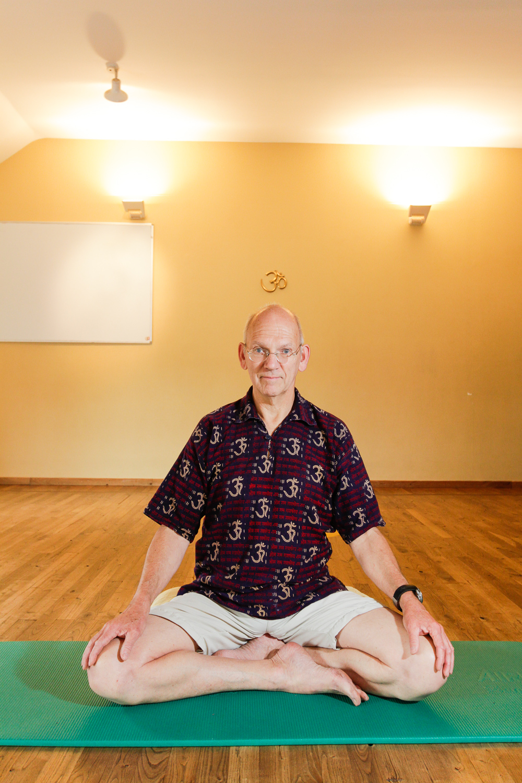 Thierry Van Brabant  Tél. : +32 (0) 10 81 40 70 Email : yoga@santosha.be