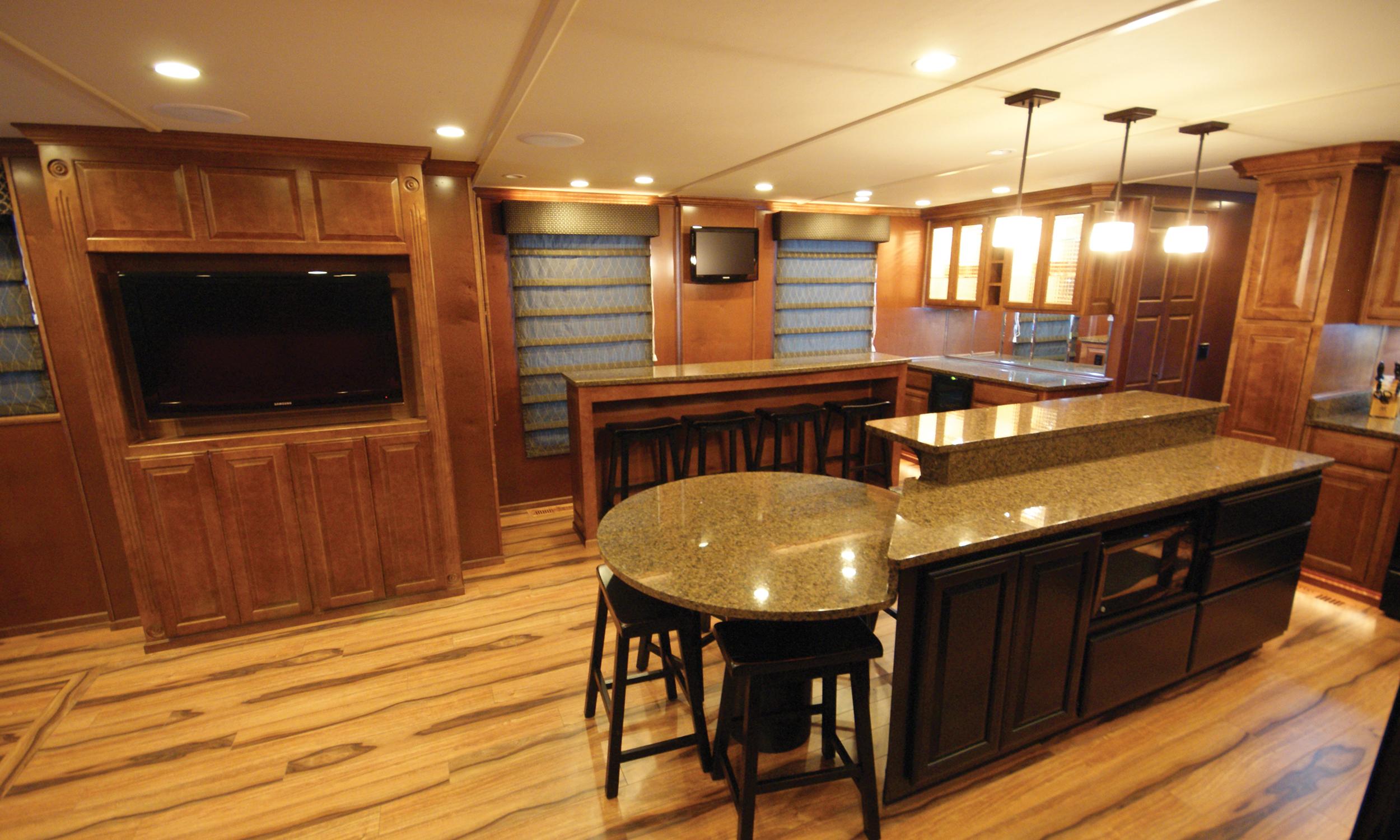 Shirley-Ann-Houseboat-Interior-4