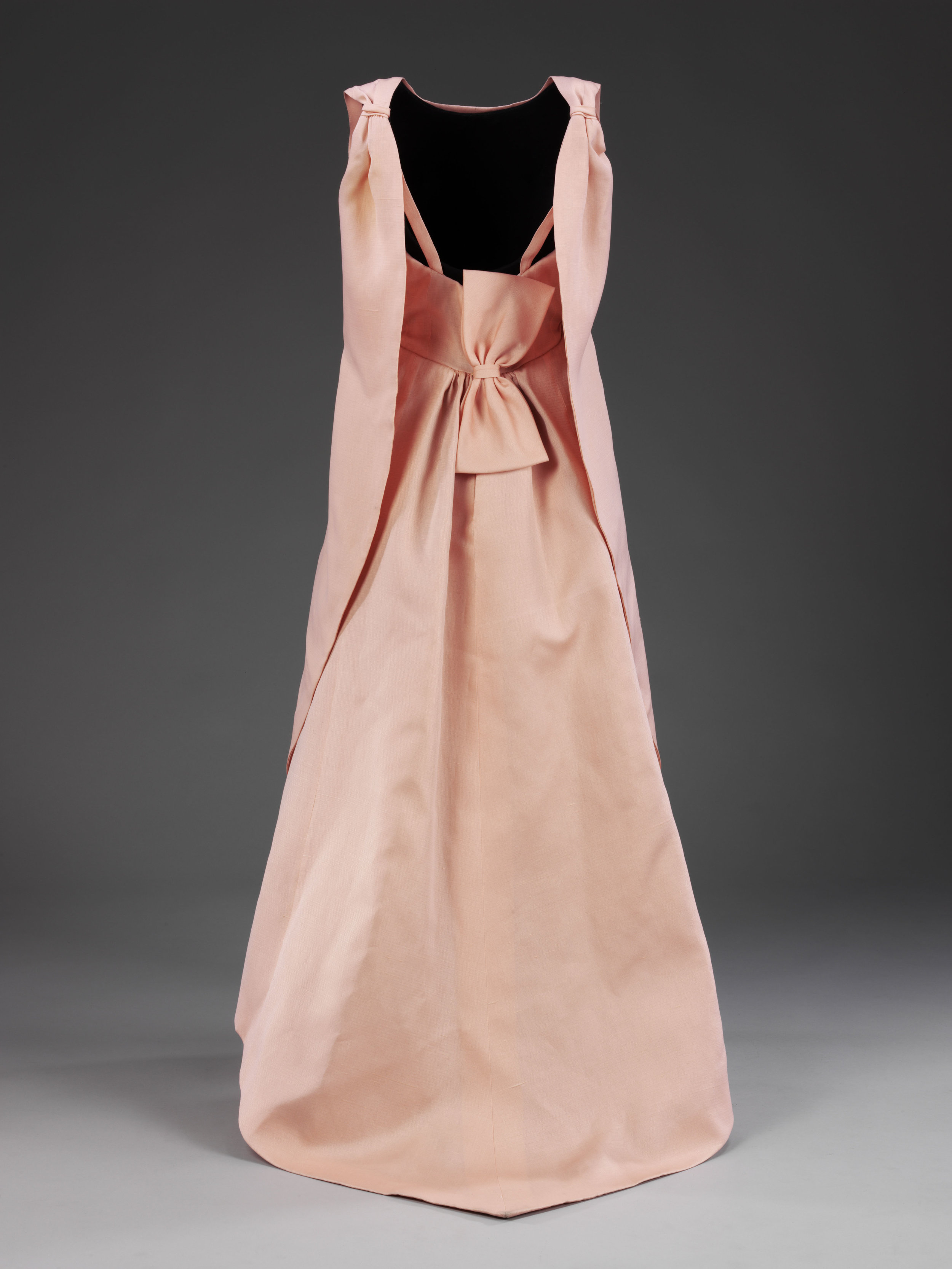 La Tulipe Evening Dress,Balenciaga for EISA,Spain,1965,© Victoria and Albert Museum, London.