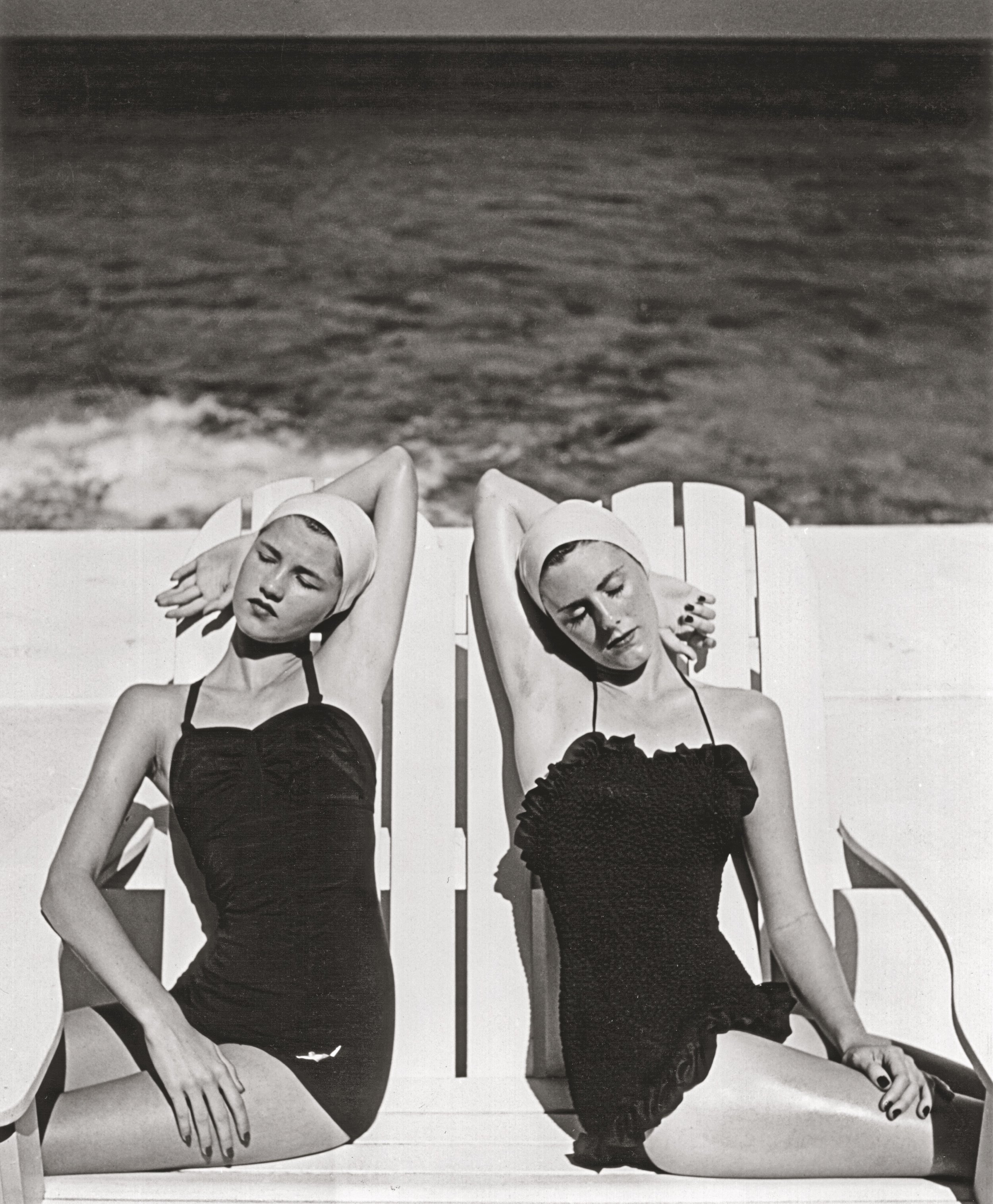 wins at the Beach, Nassau  (1949). Photograph by Louise Dahl-Wolfe. Collection Staley Wise Gallery. Copyright 1989 Center for Creative Photography, Arizona Board of Regents. Image courtesy the Fashion and Textile Museum, London.