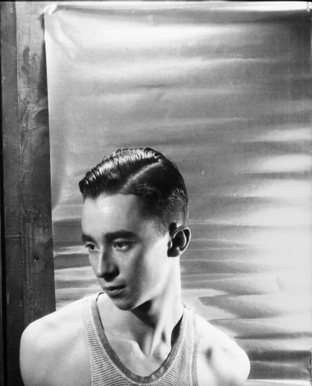 Young Charles James photographed by his friend Cecil Beaton circa 1930. Image courtesy of Rizzoli.