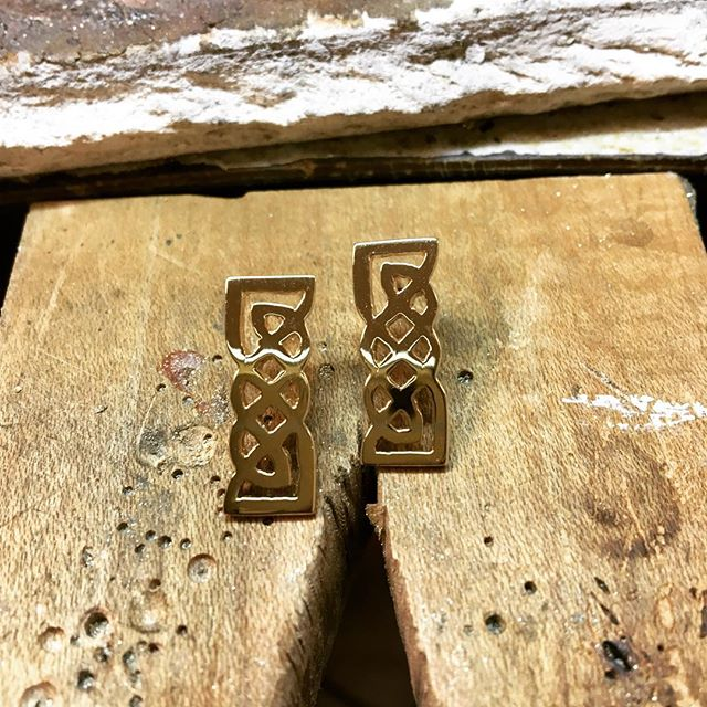 Old memories, new design! Made these custom Celtic earrings from old gold.