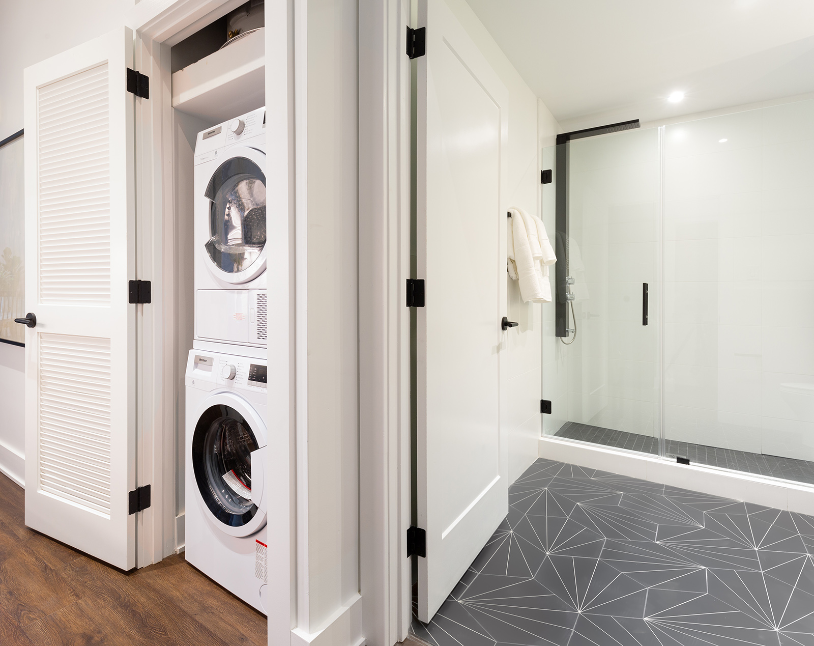 apple-1BR Bathroom_Closet.jpg