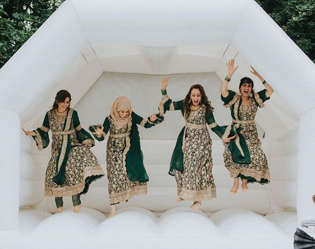Friday feeling 🎉  #happyweekend #tgif #drgphotography #photography #photographer #bridesmaids #wedding #rockmywedding #thatsdarling #fun #friday #weddingphotographer #bridalparty #sisters #weddingparty #weddingphotoinspiration