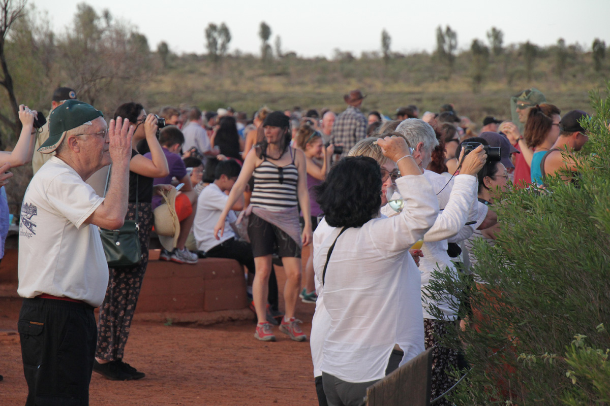 uluru-sunset-crowd.jpg