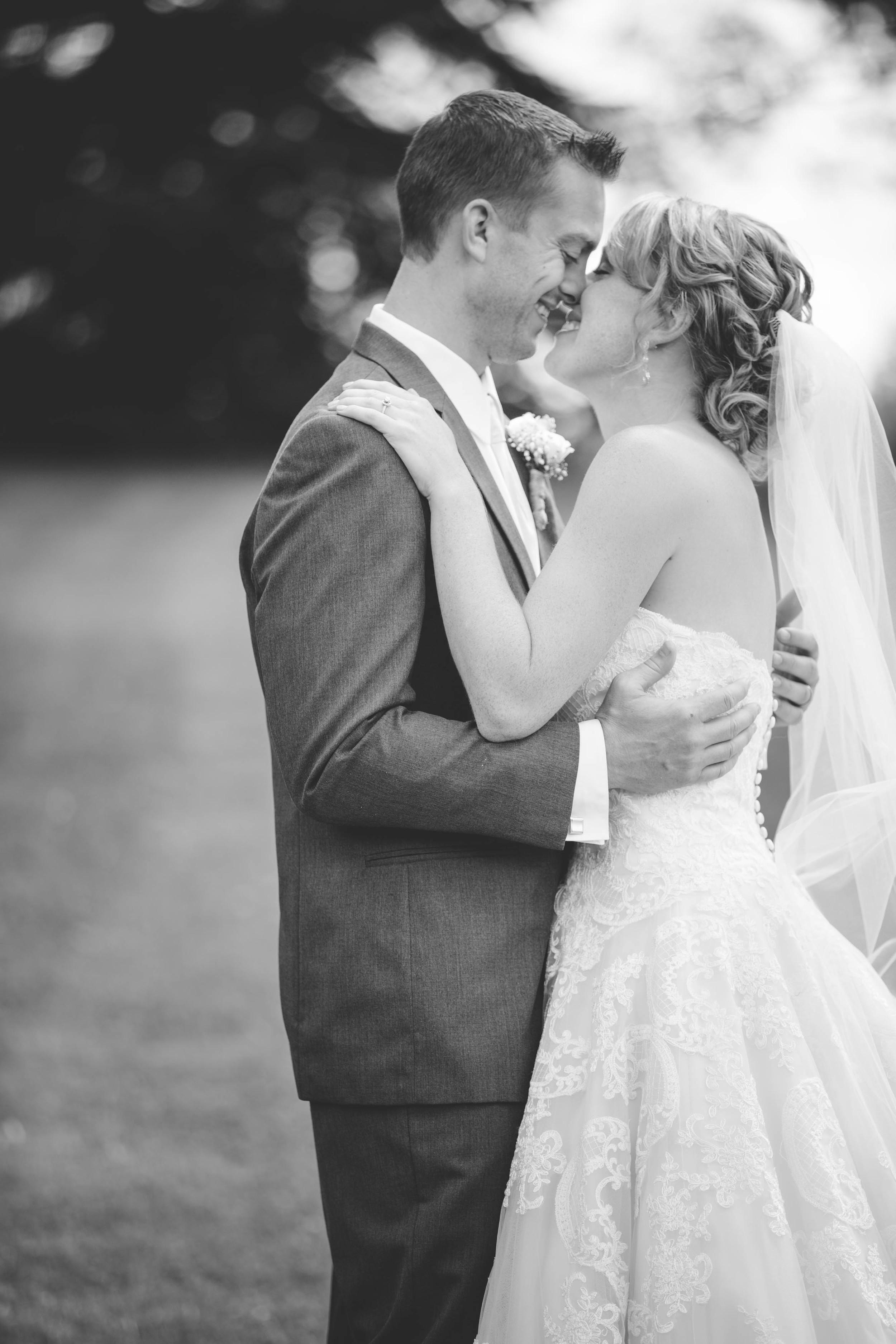 #mnwedding #mnphotographer #countrycharm #brideandgroom #firstlook