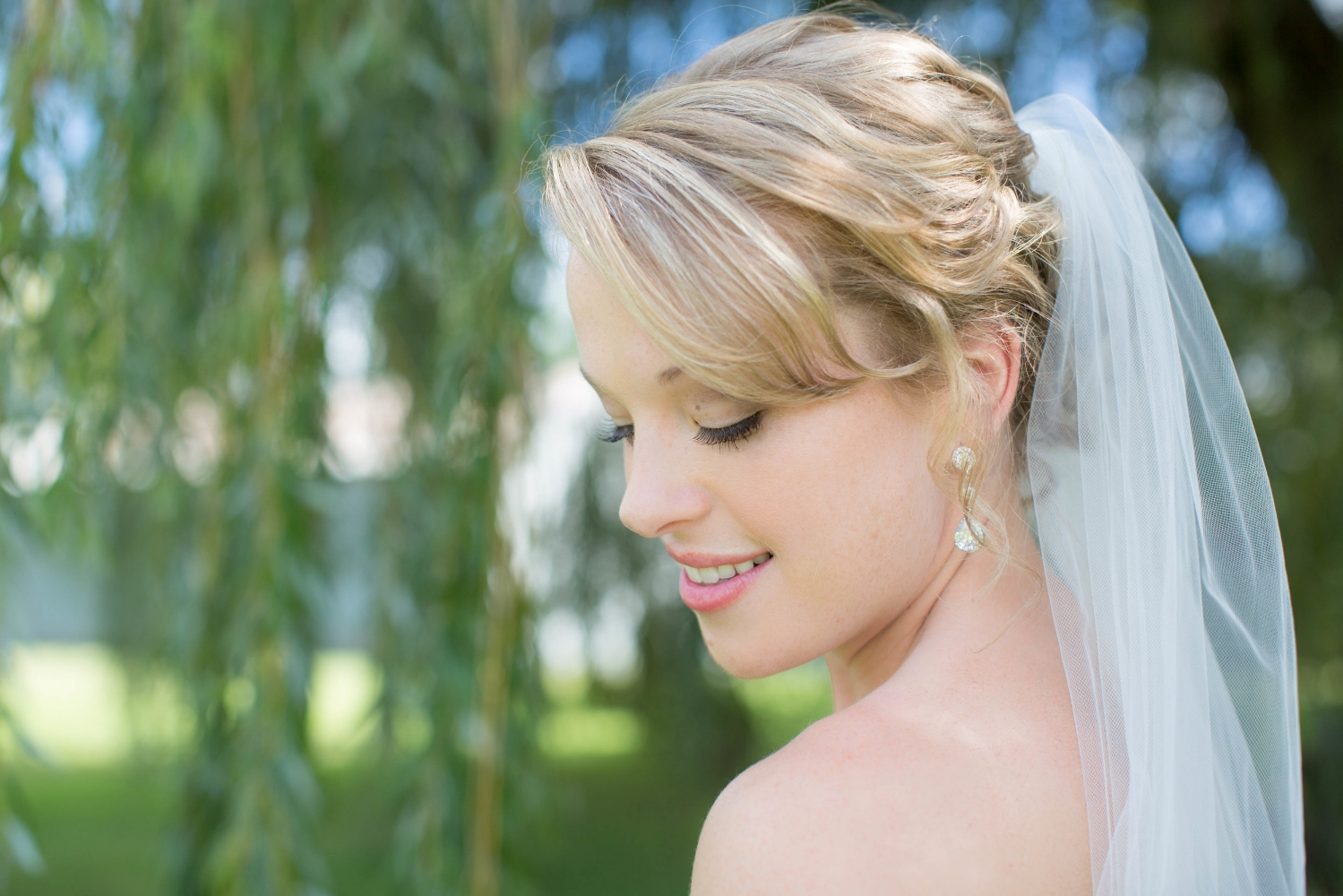 #mnwedding #mnphotographer #countrycharm #brideandgroom #makeup #hair #weddingdetails