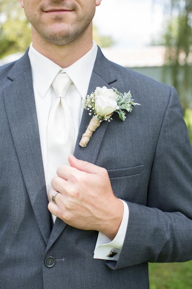 #mnwedding #mnphotographer #countrycharm #groom #firstlook