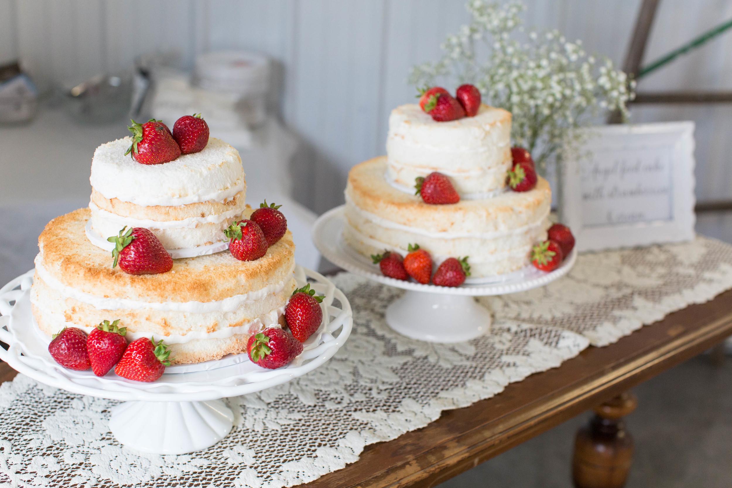 #mnwedding #mnphotographer #countrycharm  #weddingcake