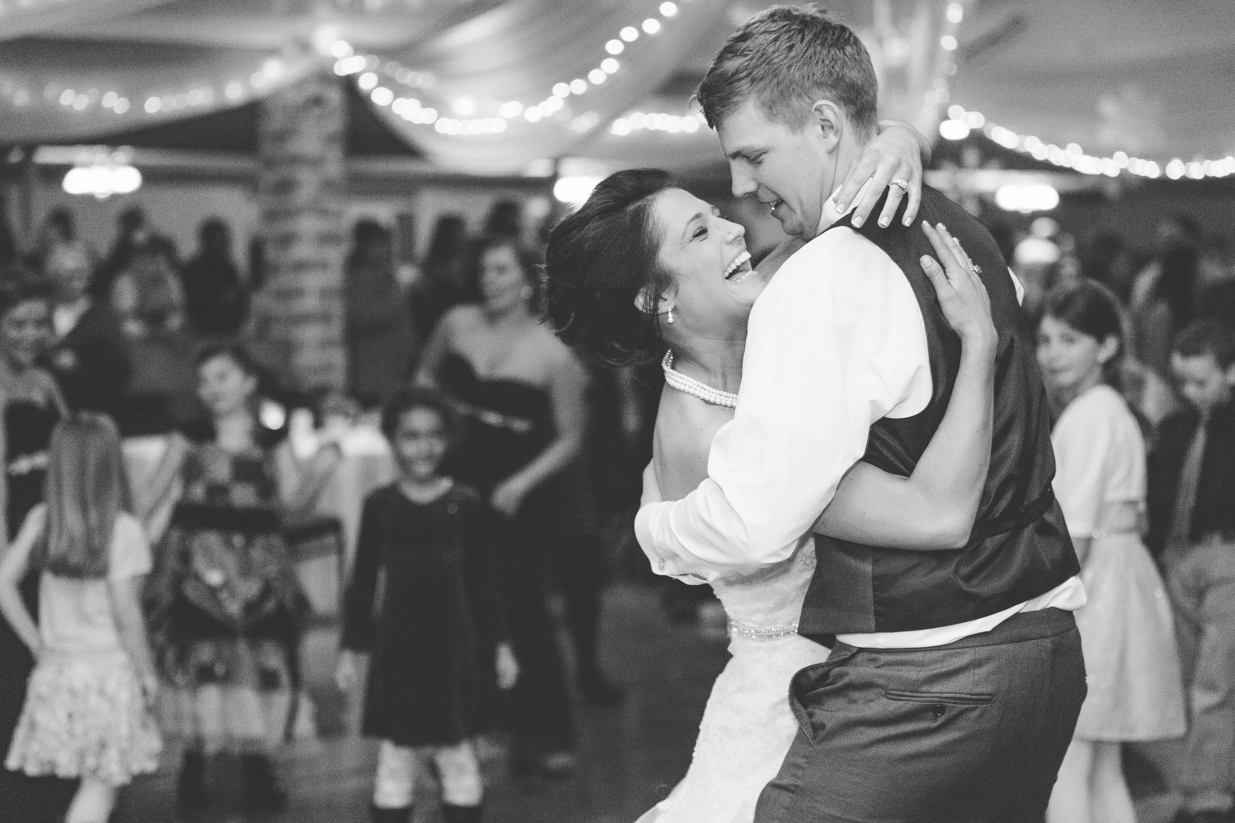 #brideandgroom #mnwedding #winterwedding #mnweddingphotographer #firstdance