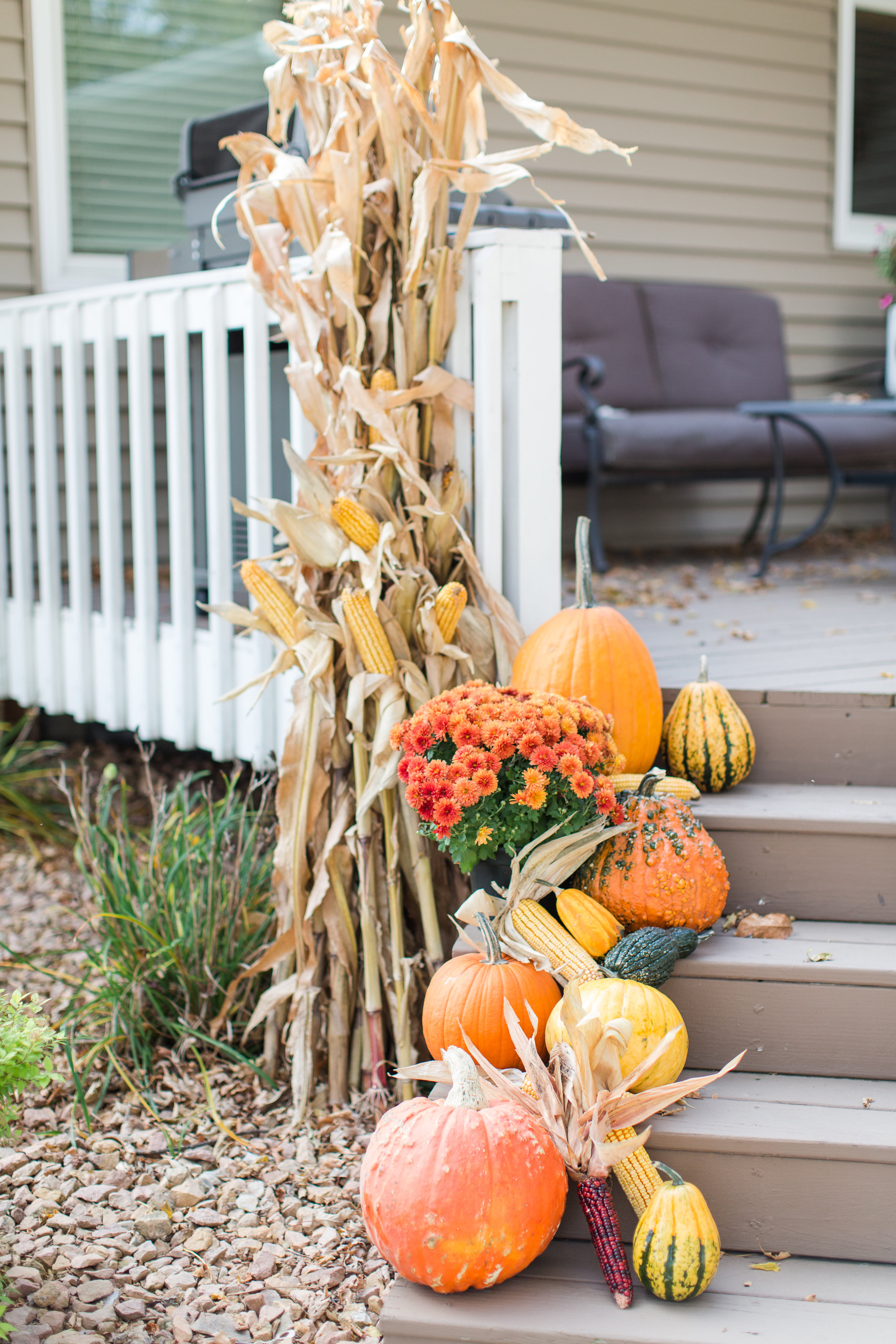 fall decor | front porch | pumpkins | straw bale | decorating | stephanie lynn photography