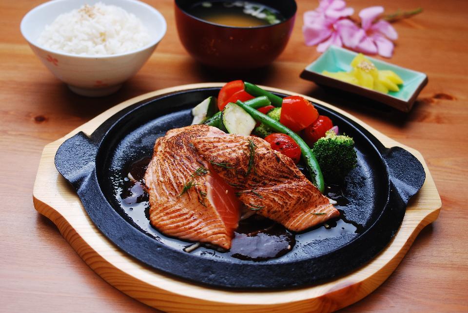 Are you suuurrre that's salmon teriyaki? (Photo credit: Shutterstock)