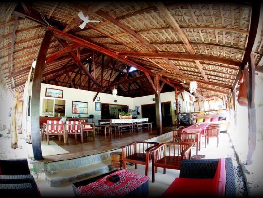 Bar area at 293 on Komba