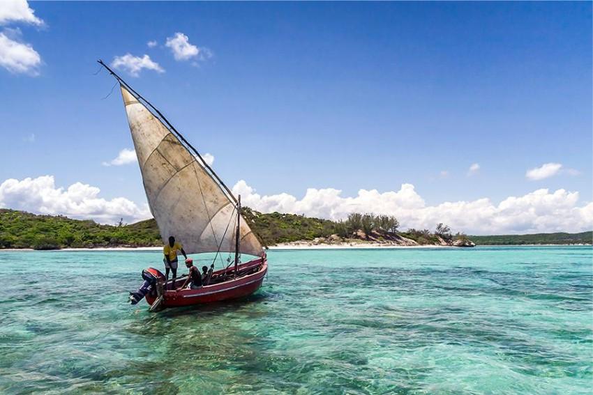Sail fishing boat at 293 on Komba
