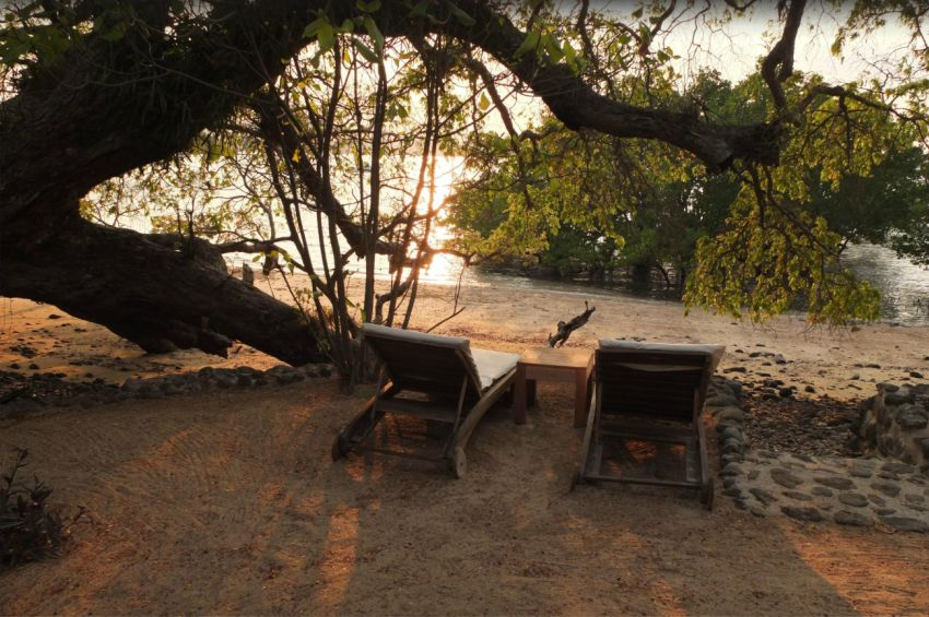 Relaxing sppace under a tree on the beach at Sakatia Lodge