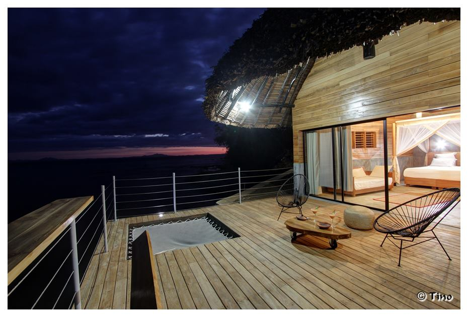 Night time on the deck at L'Heure Bleue Hotel